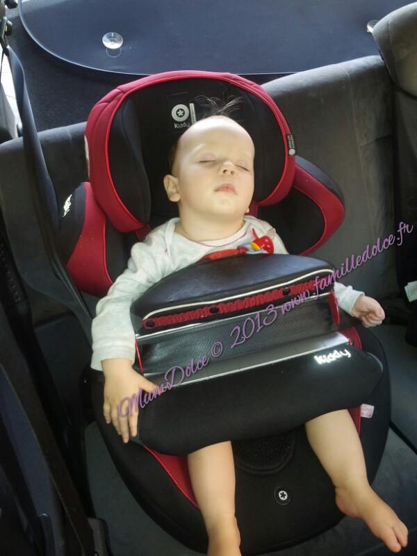 kiddy guardian siege auto avec un bouclier tres pratique. Black Bedroom Furniture Sets. Home Design Ideas
